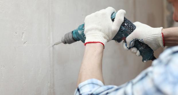 Как сверлить отверстия в бетонной стене
